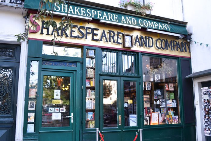 Photo of the front of Shakespeare & Company
