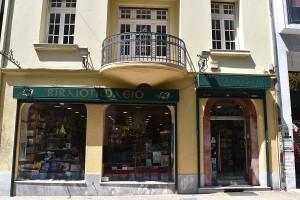 Tzanakakis bookstore front