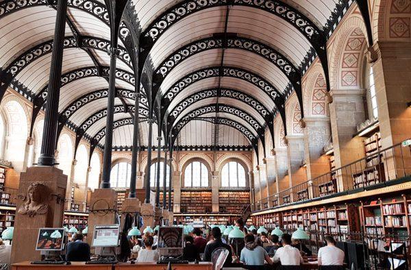 Photo 1 of Biblioteque Genevieve interior